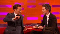 Graham Norton Show: Eddie Redmayne zaubert für Benedict Cumberbatch und Bryan Cranston