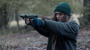 """Trailer: Maisie Williams tötet in ihrer ersten Serienrolle nach """"Game Of Thrones"""" noch mehr Menschen"""