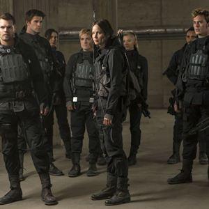 Die Tribute von Panem 4 - Mockingjay Teil 2 : Bild Jennifer Lawrence, Josh Hutcherson, Liam Hemsworth, Michelle Forbes, Natalie Dormer