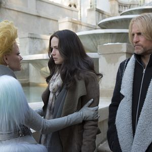 Die Tribute von Panem 4 - Mockingjay Teil 2 : Bild Elizabeth Banks, Jennifer Lawrence, Woody Harrelson