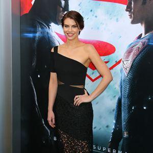 Batman V Superman: Dawn Of Justice : Vignette (magazine) Lauren Cohan