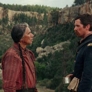 Feinde - Hostiles : Bild Christian Bale, Wes Studi