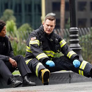 Bild Angela Bassett, Peter Krause