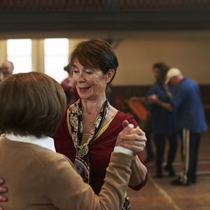 Tanz ins Leben : Bild Celia Imrie, Imelda Staunton