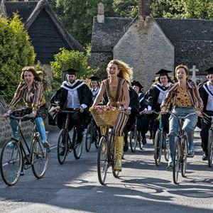 Mamma Mia 2: Here We Go Again! : Bild Alexa Davies, Jessica Keenan Wynn, Lily James