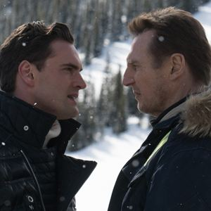 Hard Powder : Bild Liam Neeson, Tom Bateman