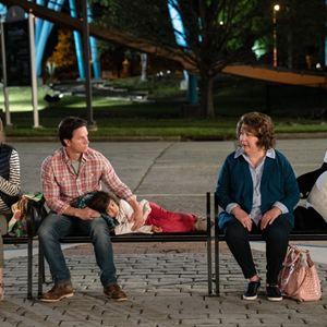 Plötzlich Familie : Bild Gustavo Quiroz Jr., Julianna Gamiz, Margo Martindale, Mark Wahlberg, Rose Byrne