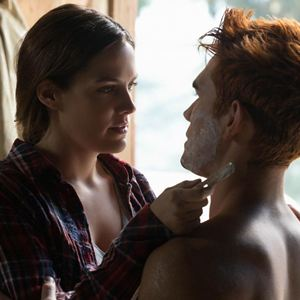Bild K.J. Apa, Riley Keough