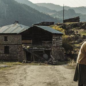 A Tale Of Three Sisters : Bild Ece Yüksel, Müfit Kayacan