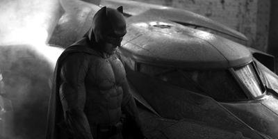"""""""Batman v Superman"""": Batsuit und weitere Superheldenspielereien auf neuem Bild und Video"""