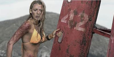 """""""The Shallows"""": Neuer atmosphärischer Trailer zum blutigen Hai-Horror mit Blake Lively"""