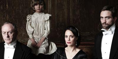 """Das Böse erwacht im neuen Trailer zu """"The Childhood Of A Leader"""" mit Liam Cunningham, Robert Pattinson und Tim Roth"""