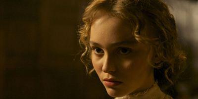"""""""Die Tänzerin"""": Deutscher Trailer zum französischen Biopic mit Lily-Rose Depp"""