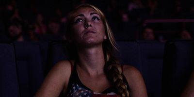 """""""Dark Night"""": Erster Trailer zum Drama über den Amoklauf in einem Kino während einer """"The Dark Knight Rises""""-Vorführung"""