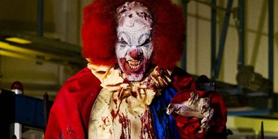 """The Night Watchmen"": Deutsche Trailerpremiere zur Horror-Komödie mit Vampir-Clowns und 80er-Feeling"
