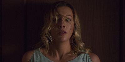"""Deutscher Trailer zu """"Wolves At The Door"""": """"Arrow""""-Star Katie Cassidy im neuen Horrorfilm des """"Annabelle""""-Regisseurs"""