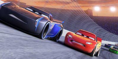 """""""Cars 3"""": Im neuen Trailer muss sich Lightning McQueen gegen junge Rivalen behaupten"""