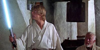 Hollywood-Ausverkauf: Luke Skywalkers Original-Lichtschwert und R2-D2 kommen unter den Hammer