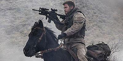 """Im ersten Trailer zu """"12 Strong"""" zieht Chris Hemsworth auf einem Pferd in den Krieg"""