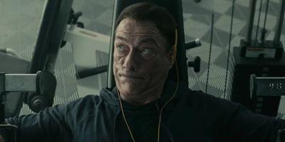 """""""Jean-Claude Van Johnson"""": Im ersten langen Trailer ist Jean-Claude Van Damme schwer eingerostet"""