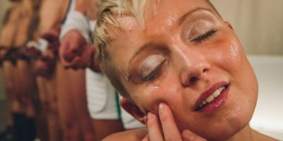 """Sperma-Schwall und Urin-Dusche: Körperflüssigkeiten en masse im Trailer zu """"Fluido"""""""