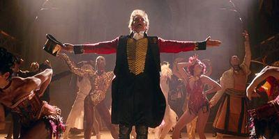 """Hugh Jackman und Zac Efron singen wieder: Neuer deutscher Trailer zum Musical-Biopic """"The Greatest Showman"""""""