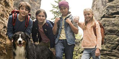"""Julian und Dick, Anne und George und Timmy, der Hund: Erster Trailer zu """"Fünf Freunde und das Tal der Dinosaurier"""""""