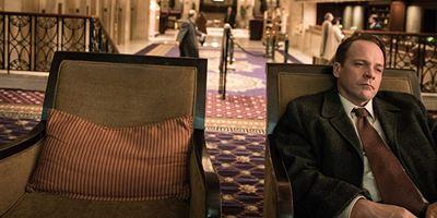 """Die CIA, LSD und der Tod eines Familienvaters: Erster Trailer zur Netflix-Serie """"Wermut"""" mit Peter Sarsgaard"""