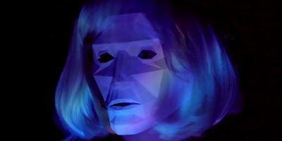 """Mindfuck in Neonfarben: Der neue Trailer zu """"Like Me"""" ist wunderschön und zutiefst verstörend"""