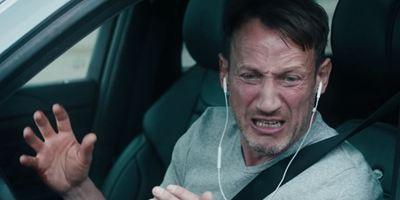 """""""Speed"""" trifft """"Nicht auflegen!"""": Die ersten Teaser zum Action-Thriller """"Steig. Nicht. Aus!"""" mit Wotan Wilke Möhring"""