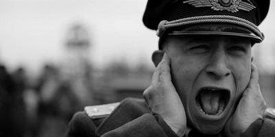"""Erster Trailer zum bitteren Kriegsdrama """"Der Hauptmann"""" von """"R.E.D.""""-Regisseur Robert Schwentke"""