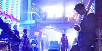 """""""Blade Runner"""" in Berlin: Trailer zum Netflix-Sci-Fi-Thriller """"Mute"""" von """"Warcraft""""-Regisseur Duncan Jones"""