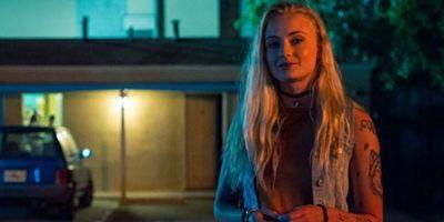 """""""Josie"""": Trailer zum sexuell aufgeladenen Noir-Thriller mit """"Game Of Thrones""""-Star Sophie Turner"""