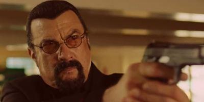 """""""General Commander"""": Steven Seagal teilt im ersten Trailer zur Action-Serie kräftig aus"""