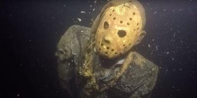 Ist das fies! Ein Fan hat eine Statue von Hockeymasken-Killer Jason an einem verdammt gemeinen Ort versteckt