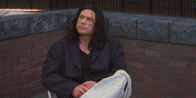 """Tommy Wiseau will den Kult-Schrottfilm """"The Room"""" in 3D neu drehen"""