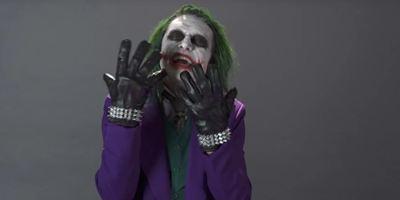 """Vergesst Jared Leto und Joaquin Phoenix: """"The Room""""-Star Tommy Wiseau spricht im Video als neuer Joker vor"""