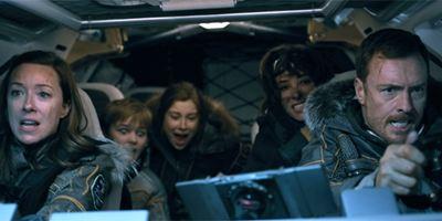 """Keine Weltraum-Hausfrau mehr: Unser Interview mit den """"Lost In Space""""-Stars Molly Parker und Toby Stephens"""