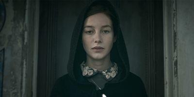 """""""The Lodgers"""": Deutscher Trailer zum Gothic-Horrorfilm mit Stars aus """"Game Of Thrones"""" und """"Harry Potter"""""""