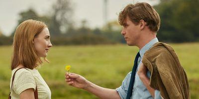 """""""Am Strand"""": Deutscher Trailer zum Liebesdrama mit """"Lady Bird""""-Star Saoirse Ronan"""