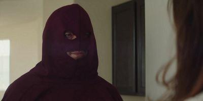 """Ein """"Alien""""-Star wird zum waffenschwingenden Mega-Psychopathen im Trailer zu """"Arizona"""""""