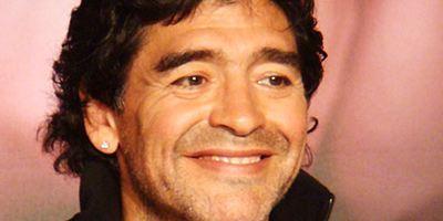 """""""Maradona"""": Erstes Bild zur Amazon-Serie zeigt die drei Darsteller der Fußball-Legende"""
