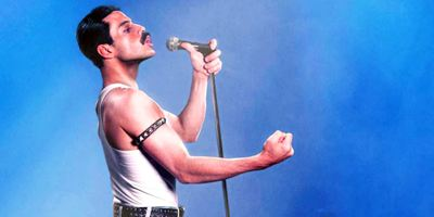 """Schwuler und mit viel Nacktheit: So zügellos wäre Sacha Baron Cohens """"Bohemian Rhapsody"""" geworden"""