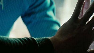 """Erste Berichte: Neunminütiger """"Star Trek Into Darkness""""-Auftakt bietet viel Witz und weitere Geheimnisse"""