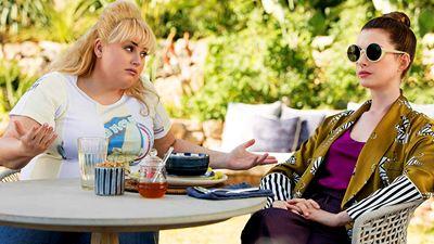 """""""Glam Girls - Hinreißend verdorben"""": Im deutschen Trailer zum Komödien-Remake heißt es Anne Hathaway vs. Rebel Wilson"""