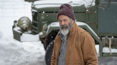 """Mel Gibson als Weihnachtsmann mit Knarre: Deutscher Trailer zum abgefahrenen Actionfilm """"Fatman"""""""