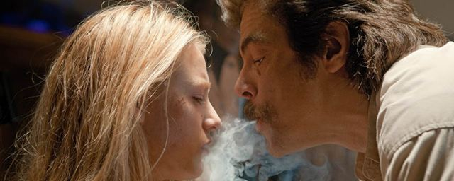 """""""White Lies"""": Oliver Stone schickt """"Sicario""""-Star Benico del Toro auf einen dramatischen Selbstfindungstrip"""
