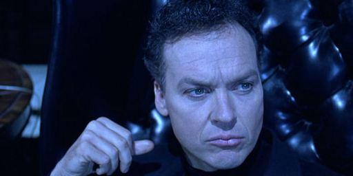 """Robocop"" kämpft im Remake gegen Michael Keaton statt ""Dr. House"" Hugh Laurie"