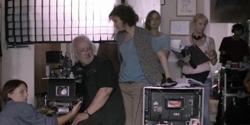 """""""Die Erfindung der Liebe"""": Nach Tod der Hauptdarstellerin wird aus Drama eine Filmsatire, die sich selbst auf die Schippe nimmt"""