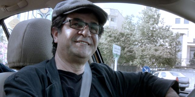 """""""Taxi"""" von Jafar Panahi gewinnt den Goldenen Bären bei der Berlinale 2015"""